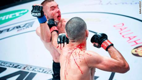 Mokaev punches Kelly during a fight.
