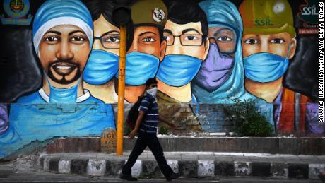India berencana untuk memvaksinasi 300 juta orang terhadap Covid-19.  Itu hampir sama dengan jumlah penduduk AS