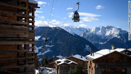 British tourists 'fled' Swiss ski resort quarantine