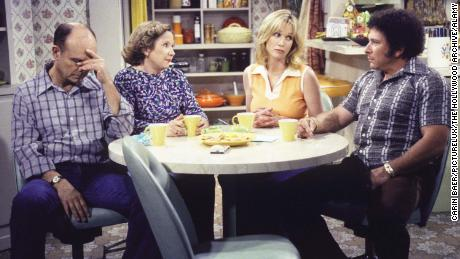 """A scene from """"That '70s Show"""" with Kurtwood Smith, Debra Jo Rupp, Tanya Roberts and Don Stark"""