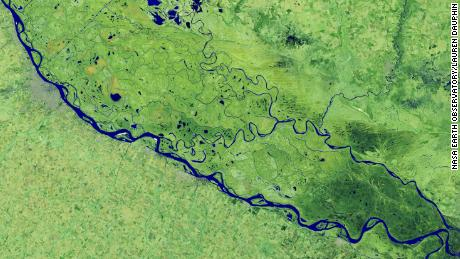 On July 3, 2020, the Operational Land Imager on Landsat 8 captured this false-color image of the river near Rosario, a key port city in Argentina.