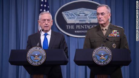 ट्रम्प के पूर्व सैन्य नेताओं ने राष्ट्रपति और अन्य लोगों की निंदा की, जिन्होंने सत्ता के शांतिपूर्ण हस्तांतरण में हस्तक्षेप किया है