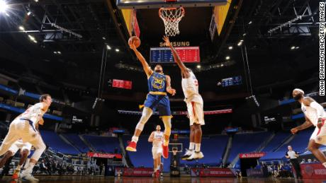 Stephen Curry shoots the ball during the game against the LA Clippers.