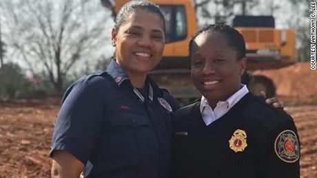 Andrea Hall, sinistra, became the first Black woman to be named captain with the City of South Fulton Fire Rescue Department. Lei's pictured with her younger sister, Whitney Williams-Smith, the chief fire marshal for the Savannah Fire Department.