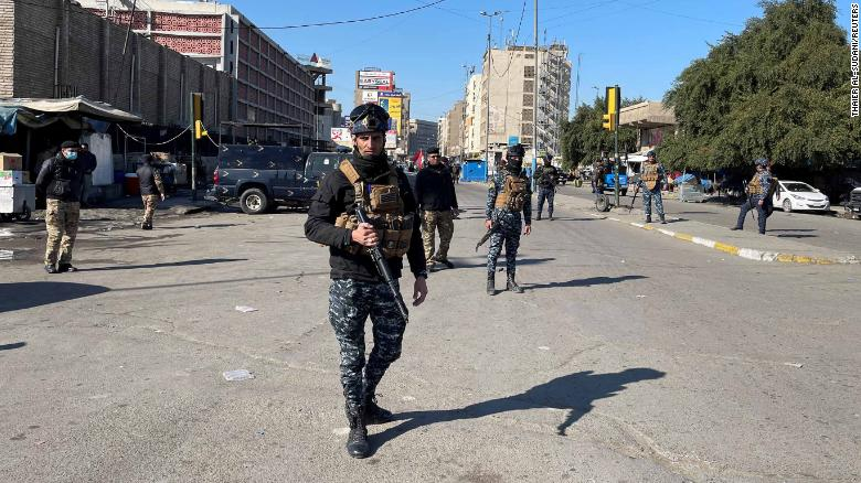少なくとも 13 killed as twin suicide bombings rock Baghdad