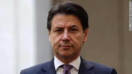 اطالوی وزیر اعظم جوسپی کونٹے نے کورونا وائرس کے بحران کے دوران حساب کتاب میں استعفی دے دیا