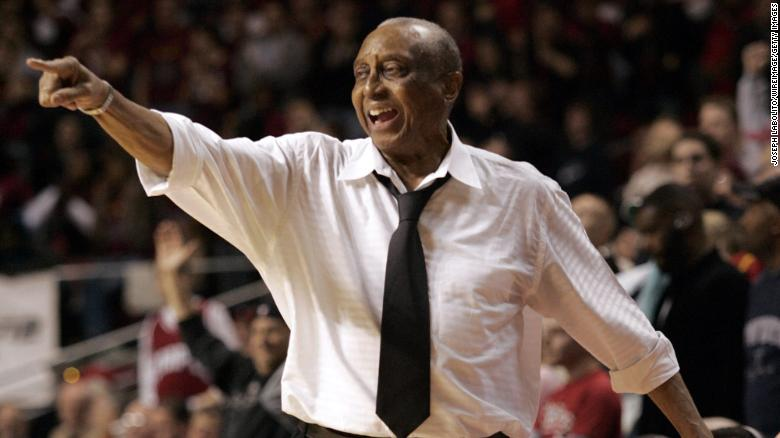 John Chaney, basketball Hall of Famer who coached at Temple, で死ぬ 89