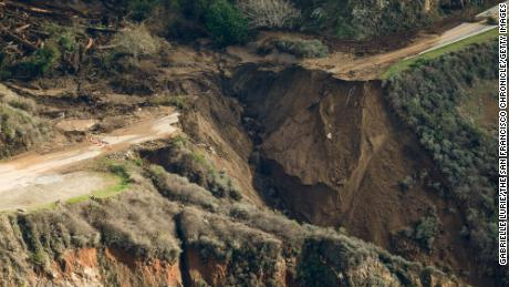 Large Piece California's Highway 1 Near Big Sur Collapses