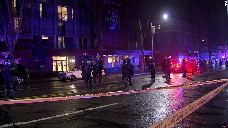 Olympia, Washington police clear out hotel after it was 'occupied' by homeless activist group, dice la città
