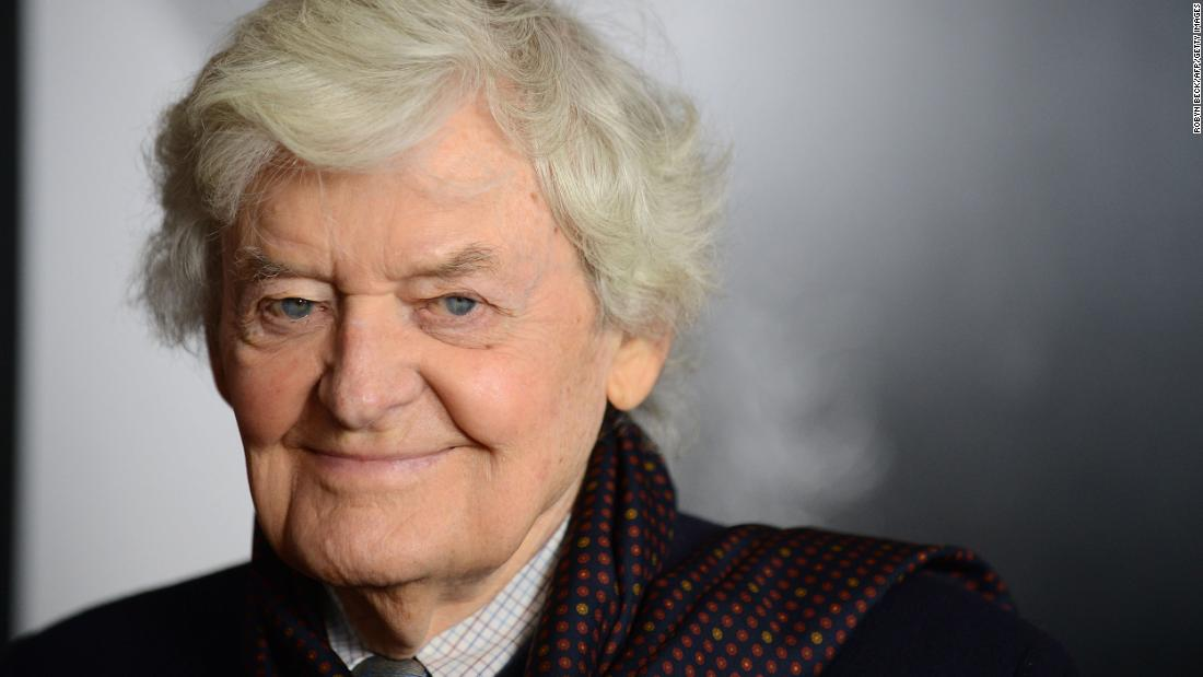 "<a href =""https://www.cnn.com/2021/02/02/entertainment/hal-holbrook-obit/index.html"" target =""_blank&ampquott;>Hal Holbrook,</un> a legendary Emmy and Tony Award-winning actor, died January 23 all'età di 95. Holbrook portrayed iconic author Mark Twain in one-man shows for more than six decades."