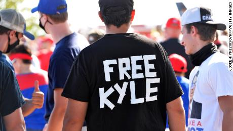 A man wears a shirt calling for freedom for Kyle Rittenhouse during a US President Donald Trump Campaign Rally on August 28, 2020.