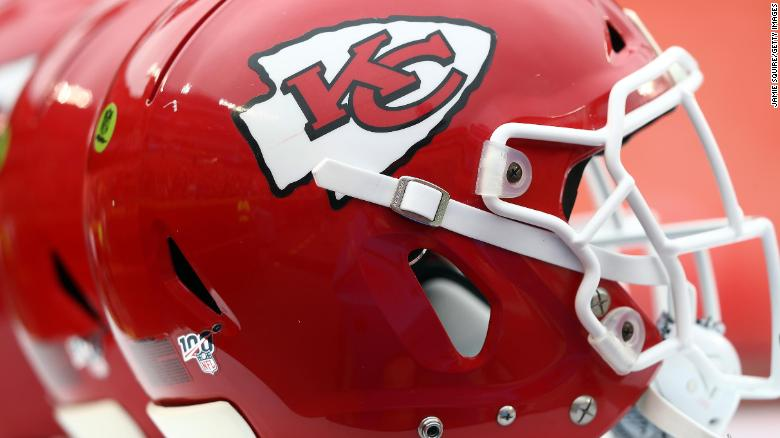 Kansas City Chiefs가 슈퍼 볼로 돌아옵니다. -- and so is the controversy over the team's name