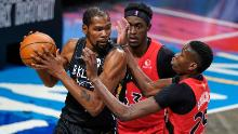 The Raptors' Pascal Siakam and Chris Boucher defend against Durant.