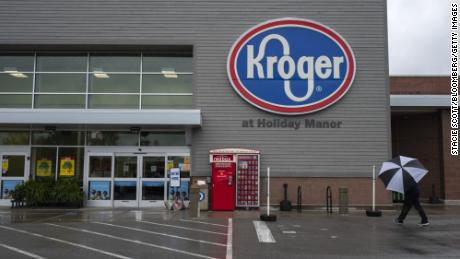 Kroger to pay workers $100 if they get the Covid-19 vaccine