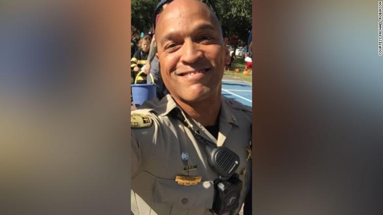 A Black sheriff's deputy in Louisiana condemned police brutality and institutionalized racism. Toe sterf hy deur selfmoord