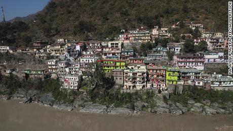 اتراکھنڈ ، بھارت کے رودرپرایاگ ضلع کے قریب ، دریائے النکنڈ کی ایک آبدوشی ، بھری ہوئی مانڈاکینی ندی کا نظارہ۔
