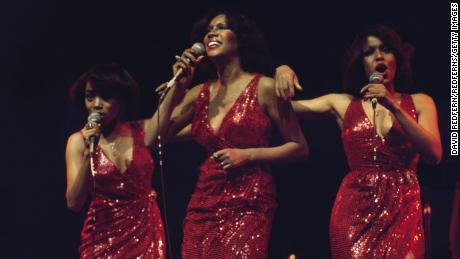 I Supremes (Susaye Greene, Mary Wilson and Scherrie Payne) during a live concert performance at the New Victoria Theatre in London, Inghilterra, Great Britain, in Aprile 1974.