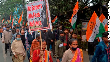 Farmers across India have been protesting for months. 여기's why