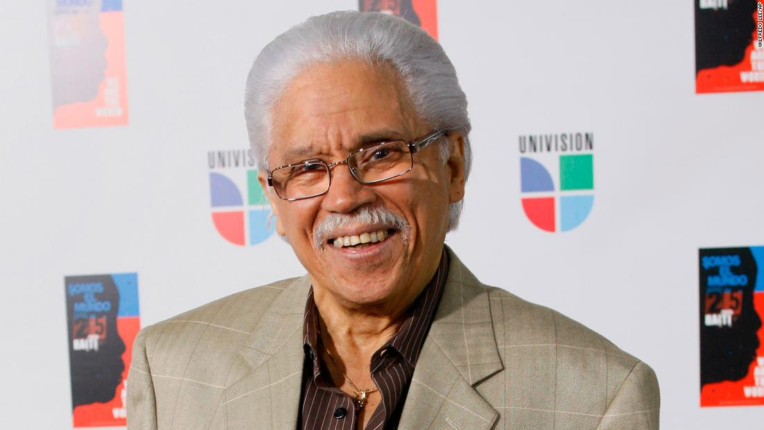 "<a href =""https://www.cnn.com/2021/02/16/entertainment/johnny-pacheco-salsa-death-trnd/index.html"" target =""_blank"">Johnny pacheco,</un> considered the ""godfather of salsa&amquotot; for popularizing the Latin musical genre, morì all'età di 85 according to his wife and and former record label on February 15."