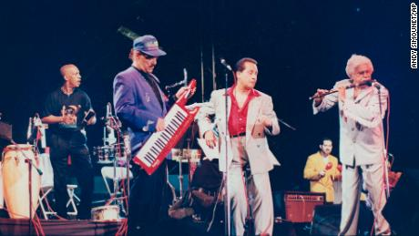 Johnny Pacheco performed with Fania All-Stars like Roberto Roena, Larry Harlow, and Ismael Quintana in 1994.