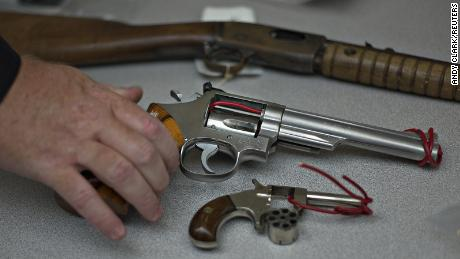 Canada to allow cities to ban handguns after PM Trudeau move