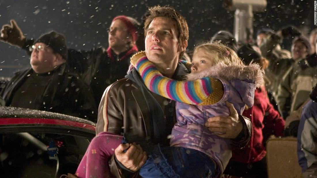 "Tom Cruise and Dakota Fanning starred in ""War of the Worlds,&报价; 一个 2005 film in which extraterrestrials invade Earth."