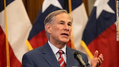 Texas governor lifts mask mandate and allows businesses to open at 100% kapasiteit, despite health officials' waarskuwings