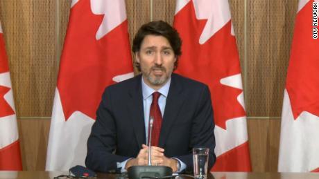 ٹروڈو نے خطرناک تیسری لہر کے بارے میں انتباہ کیا جب کینیڈا نے ایک ویکسین کی کاپی کی ہے۔