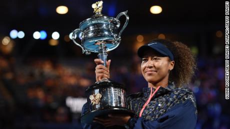 Naomi Osaka lifts her second Australian Open title.