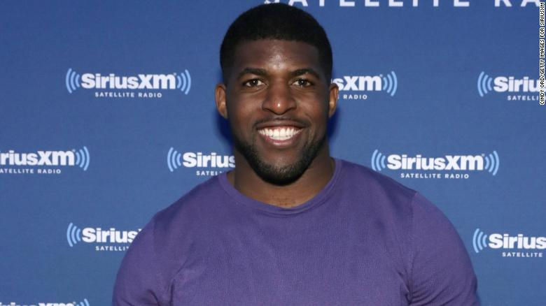 Emmanuel Acho will host 'The Bachelor: 파이널 로즈 스페셜 이후,' replacing Chris Harrison