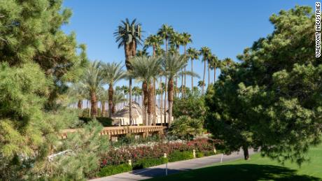 A mono-palm tree installation located in Indian Wells, California. The 4G site can be modified to be 5G capable.