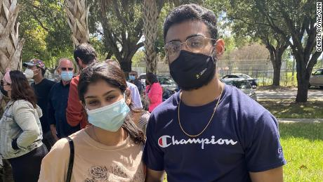 Saima Haque, 왼쪽, and her brother Miraj traveled from Boynton Beach to Florida City in order to get a vaccine Sunday, but they were turned away.