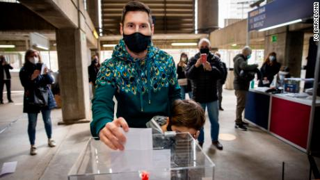 Lionel Messi votes in the Barcelona presidential election.