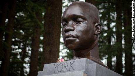 A sculpture of the enslaved Black explorer who was on the Lewis and Clark expedition was mysteriously placed in an Oregon park
