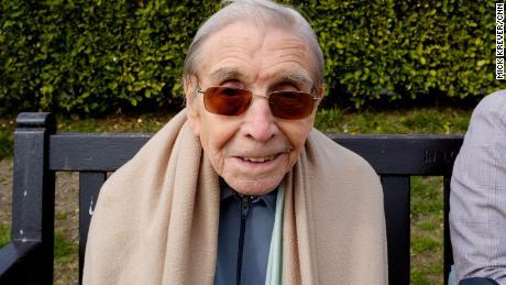 & quot؛ ہمیں ہفتوں اور ہفتوں اور ہفتوں کے لئے بند کر دیا گیا ہے ، & quot؛  جارج بالچ ، کی عمر 87 سال کا کہنا ہے۔