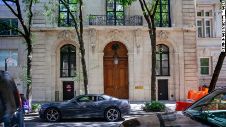Jeffrey Epstein's Manhattan mansion sold for approximately $  51 milioni