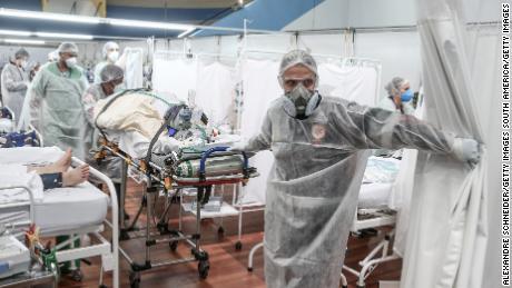 برازیل کا کوڈ - 19 بحالی ہسپتالوں کو بہاو کی طرف دھکیل رہا ہے