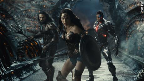 "(Van links) Jason Momoa, Gal Gadot and Ray Fisher star in ""Zack Snyder's Justice League.&kwotasie;"