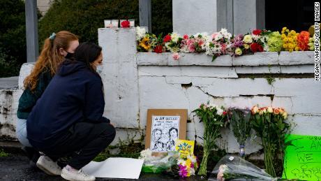 سپا فائرنگ کے متاثرین محنت کش طبقے کی ایشیائی خواتین کی کمزوری کو اجاگر کرتے ہیں کیونکہ زیادہ ایشیائی امریکیوں پر حملہ آور ہوتا ہے