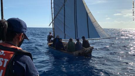کوسٹ گارڈ اسٹیشن اسلاموراڈا قانون نافذ کرنے والے عملے نے 2 مارچ 2021 کو ، اسلام پورڈا ، فلوریڈا کے 7 مہاجروں کے ساتھ ایک مہاجر کشتی کو روک لیا۔ مہاجروں کو کیوبا واپس لایا گیا۔