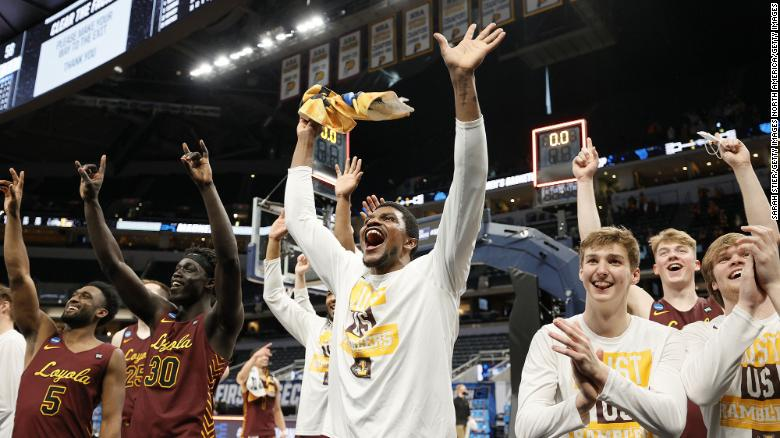 番号. 8 Loyola Chicago stuns No. 1 seed Illinois to advance to the Sweet 16
