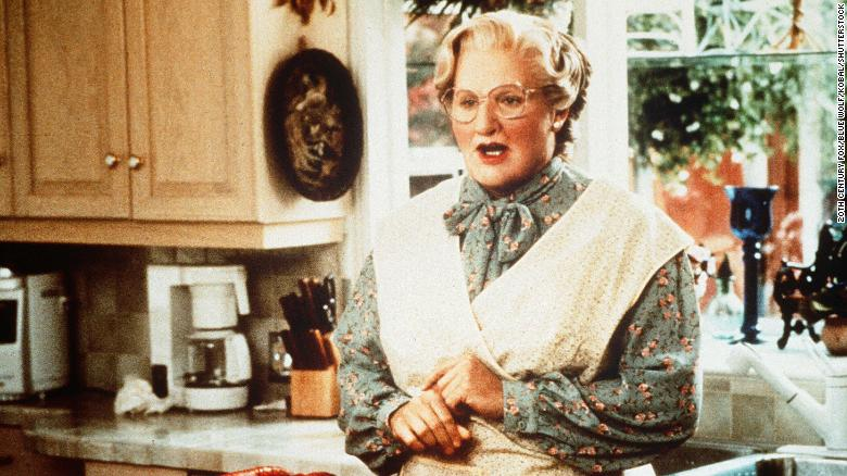 Chris Columbus confirms there is an R-rated version of 'Mrs Doubtfire' -- しかし、彼はそれをリリースする予定はありません