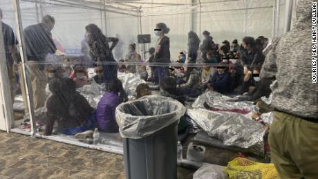 Photos released by Democratic Rep. Henry Cuellar's office show conditions inside a USCBP facility in Donna, 德州, 整个周末. CNN and Rep. 夸拉's office have obscured portions of the image to protect the identities of minors.