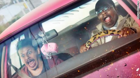 "(왼쪽에서) Eric André and Lil Rel Howery are shown in a scene from ""Bad Trip.&인용;"