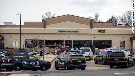 کولوراڈو گروسری اسٹور میں شوٹر کی فائرنگ سے عینی شاہدین افراتفری کو بیان کرتے ہیں