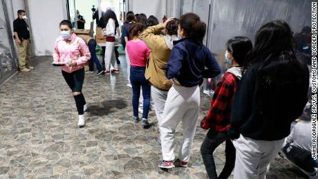 Federal workers asked to volunteer for 'urgent' border effort amid influx of children