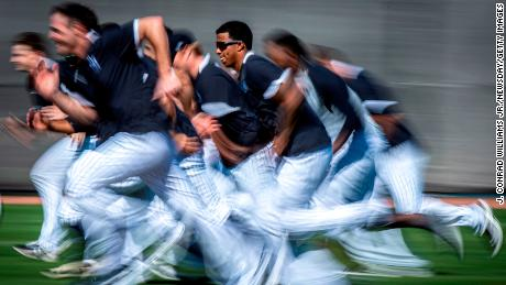 Boost heart health with high-intensity training. New York Yankees pitchers run intervals during spring training in Tampa, 플로리다, 이월 15, 2020.