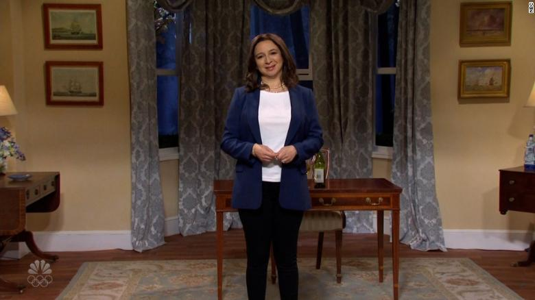 Maya Rudolph's Kamala Harris celebrates Passover on 'SNL'