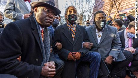 Floyd family, supporters kneel in protest ahead of Minneapolis trial