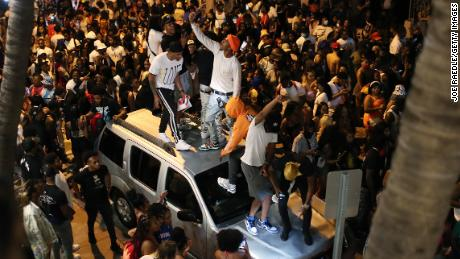 People gathered as an 8 pm curfew went into effect on March 21 in Miami Beach, Florida. College students flooded the area for spring break, prompting officials to impose a curfew due to the pandemic.